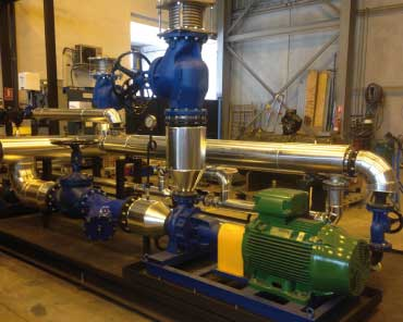 Skid de producción de agua sobrecalentada en taller